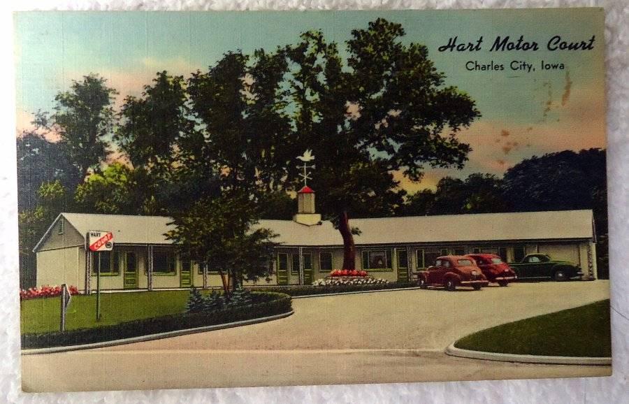 Linen Postcard Hart Motor Court Motel Charles City Iowa