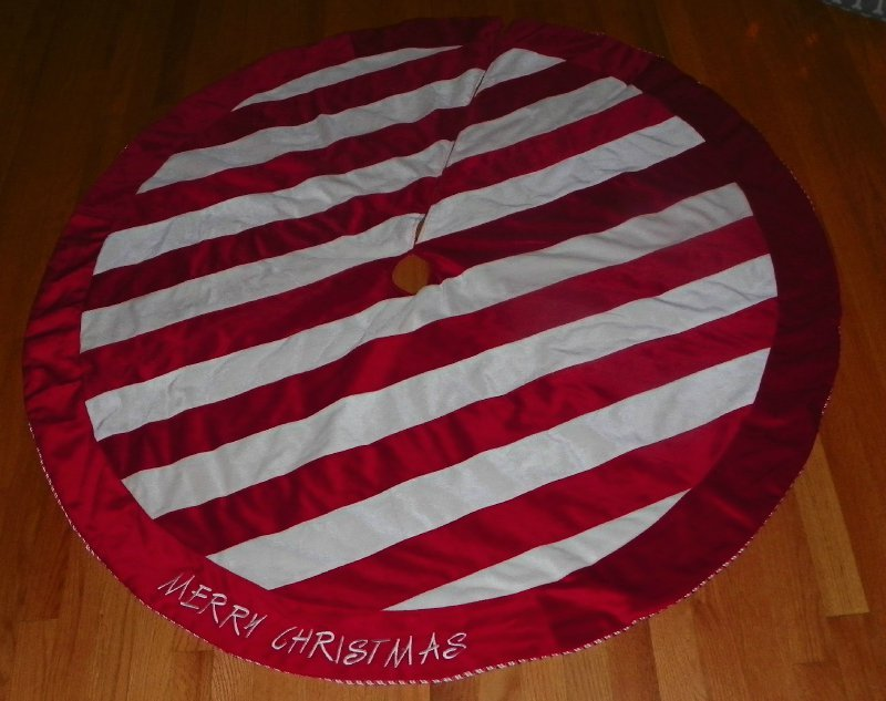 """CANDY CANE STRIPED LARGE 54"""" MERRY CHRISTMAS TREE SKIRT   eBay"""